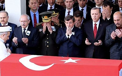 Turkey's President Recep Tayyip Erdogan (2nd R) pray during the funeral ceremony for an army officer in Ankara, on February 18, 2016, a day after an attack targeted a convoy of military service vehicles in the capital.  (AFP / ADEM ALTAN)
