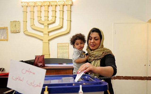 A Jewish Iranian woman casts her vote at a synagogue used as a polling station for the Jewish community in Tehran on February 26, 2016. (AFP / ATTA KENARE)