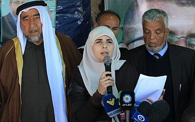 Fayha Shalash, the wife of Mohammed al-Qiq, speaks to the press upon her husband's anouncement to end his 94-day hunger strike, on February 26, 2016. (AFP / HAZEM BADER)