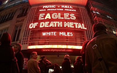 People standing outside the Olympia concert venue in Paris, a few hours ahead of a concert by US rock group Eagles of Death Metal, on February 16, 2016 (AFP PHOTO / JOEL SAGET)