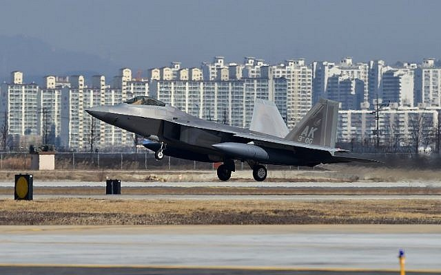 A US F-22 stealth fighter lands at the Osan Air Base in Pyeongtaek, south of Seoul, on February 17, 2016. (AFP/ JUNG YEON-JE)