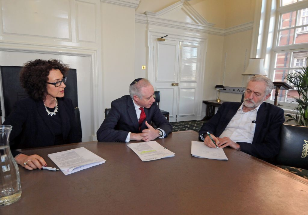 UK Labour Party chair Jeremy Corbyn meeting with Board of Deputies President Jonathan Arkush and Chief Executive Gillian Merron, February 9, 2016. (courtesy)