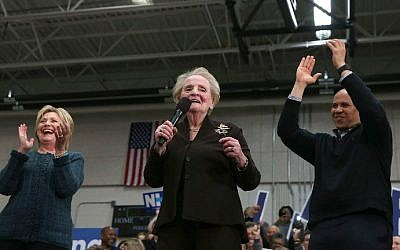 From left: Democratic presidential candidate Hillary Clinton, former secretary of state Madeleine Albright and Senator Cory Booker (D-New Jersey) at a campaign event at Rundlett Middle School on February 6, 2016 in Concord, New Hampshire. (Justin Sullivan/Getty Images/AFP)