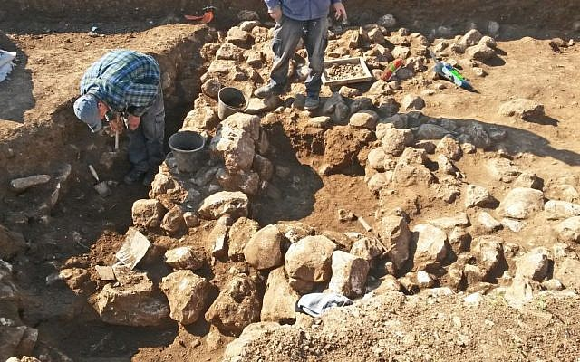 Archaeological excavations in the Shuafat neighborhood, northern Jerusalem. (Israel Antiquities Authority)