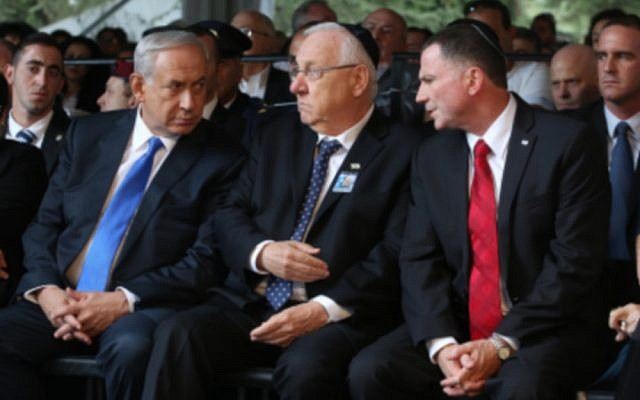 File: Prime Minister Benjamin Netanyahu (L) seen with Pesident Reuven Rivlin (C) and chairman of the Knesset Yuli Edelstein at a memorial service marking 20 years since the assasination of late Israeli Prime Minsiter Yitzhak Rabin, held at Mount Herzl cemetery in Jerusalem. October 26, 2015. Photo by Marc Israel Sellem/POOL