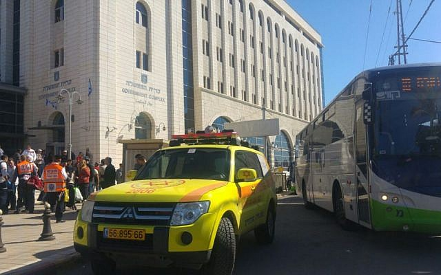 Emergency services at the site of Thursday's stabbing attack in Ramle, February 4, 2016. (Magen David Adom)