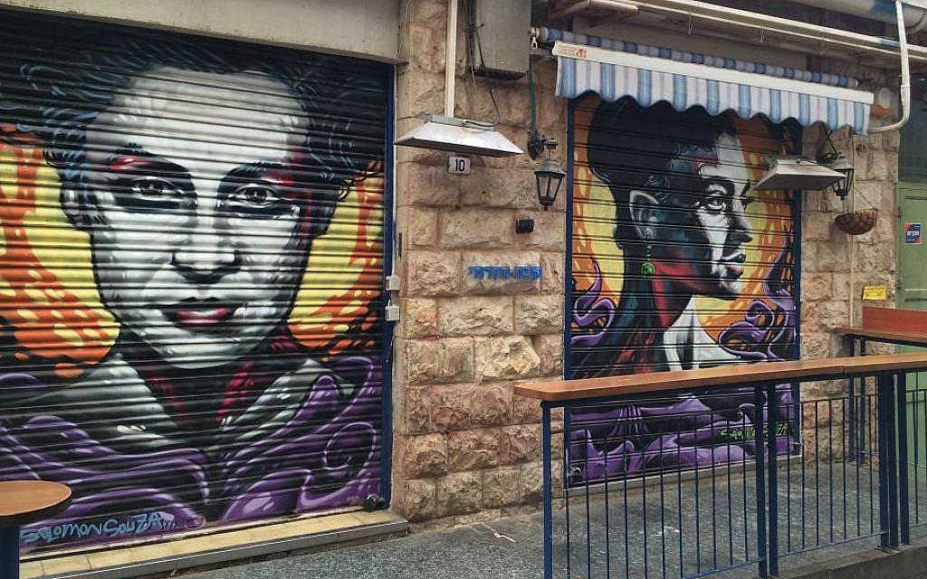 Bracha Zefira (left) and Hadassah Badoch Kruger by Solomon Souza. Mahane Yehuda, Jerusalem, February 2016. (Renee Ghert-Zand/TOI)
