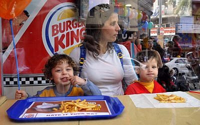 Kids eating at a Burger King fast food restaurant in Tel Aviv, March 25, 2009. (Serge Attal/Flash90)