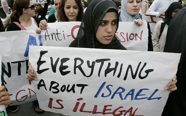 Illustrative: Muslim students at an anti-Israel protest at the University of California, Irvine, in 2006. (Mark Boster/Los Angeles Times via Getty Images/JTA)