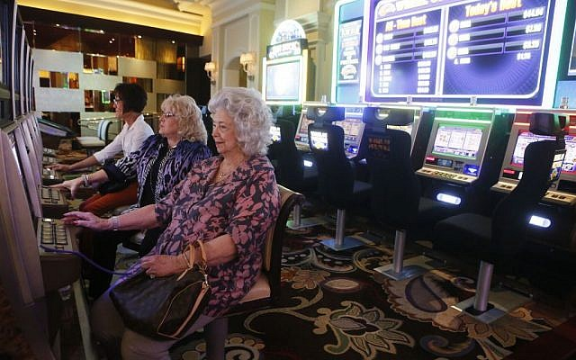 Tourists seen playing at a casino in Las Vegas. May 20, 2013. (Miriam Alster/FLASH90)