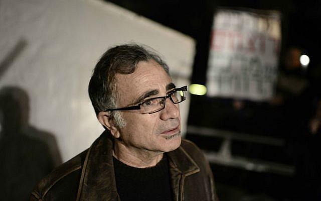 Actor Moshe Ivgy, at a 2014 protest against the price of Tel Aviv housing (Tomer Neuberg/Flash 90)