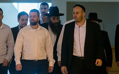 File: Rabbi Yoshiyahu Pinto, center, arrives the Supreme Court in Jerusalem on November 16, 2015. (Yonatan Sindel/Flash90)