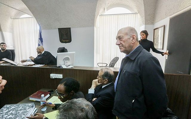 Former prime minister Ehud Olmert at the courtroom of the Magistrates Court in Jerusalem, February 2, 2016. (Gili Yohanan/POOL)