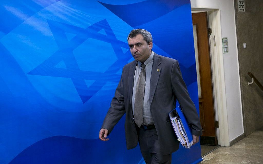 Immigration Minister Zeev Elkin arrives at the weekly cabinet meeting, at the PM's office in Jerusalem, on February 14, 2016. (Olivier Fitoussi/POOL)