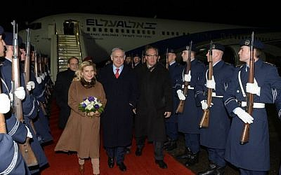 Prime Minister Benjamin Netanyahu and his wife Sara arrive in Berlin, Germany for an official state visit on February 15, 2016. (Amos Ben Gershom/GPO)