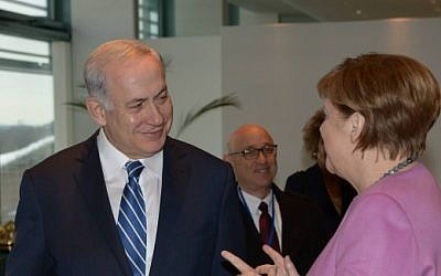 Prime Minister Benjamin Netanyahu meets with German chancellor Angela Merkel, in Berlin, Germany, on February 16, 2016. (Amos Ben Gershom/GPO)
