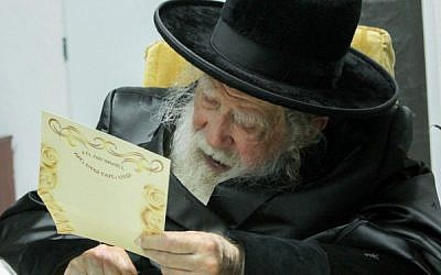 The late Rabbi Yohanan Sofer at his home in Jerusalem on November 11, 2014. (Flash90)