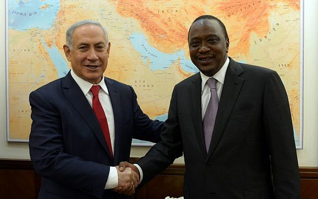 Prime Minister Benjamin Netanyahu meets with Kenyan President Uhuru Kenyatta at his Jerusalem office on Monday, February 23, 2016 (Haim Zach/GPO)