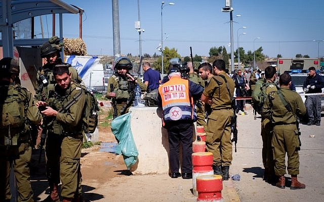 Israeli security forces and rescue personnel at the scene of a stabbing attack at Gush Etzion junction, on February 24, 2016. (Gershon Elinson/FLASH90)