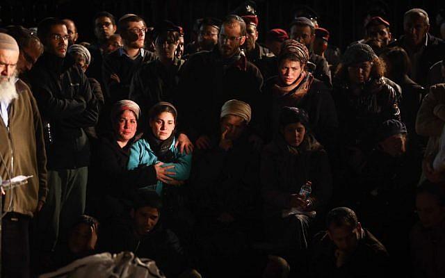 Hundreds attend the funeral of IDF reserve officer Eliav Gelman in Kfar Etzion, February 24, 2016. (Yonatan Sindel/Flash90)