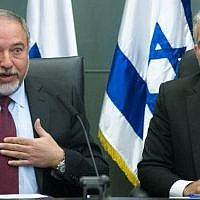 Leader of the Yesh Atid political party, Yair Lapid, and leader of the Yisrael Beytenu party, Avigdor Liberman, lead a joint conference in the Knesset regarding Israel's foreign policy. February 29, 2016. (Miriam Alster/FLASH90)