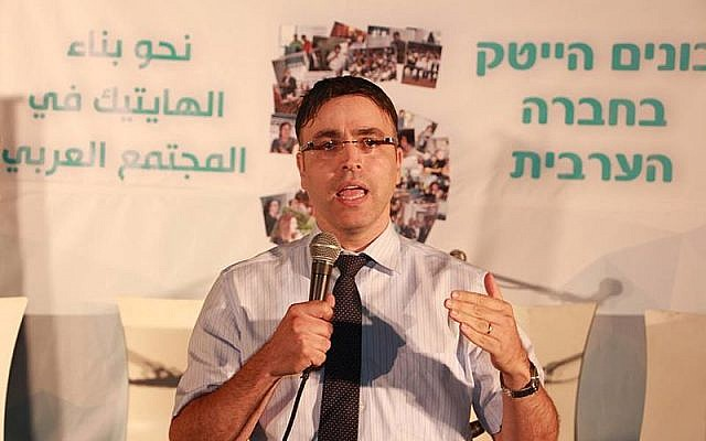 Professor Hossam Haick speaking at the Technion University in Haifa, August 5, 2015. (CC BY-SA Jobas/Wikipedia)