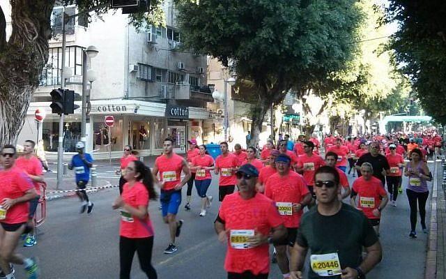Participants in the annual Tel Aviv marathon, February 26, 2016 (Itamar Sharon)