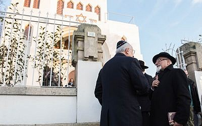 Turkish Chief Rabbi Ishak Haleva, right, talking to congregants outside Kadoorie – Mekor Haim synagogue in Porto, Portugal, Jan. 29, 2016 (Cnaan Liphshiz/JTA)