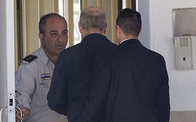 Former prime minister Ehud Olmert enters prison to begin his sentence, in the central Israeli town of Ramle, Monday, Feb. 15, 2016. (AP Photo/Ariel Schalit)