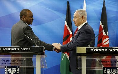 Kenya's President Uhuru Kenyatta (L) shakes hands with Prime Minister Benjamin Netanyahu as they deliver joint statements in Jerusalem on February 23, 2016. (AMIR COHEN / POOL / AFP)