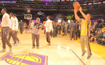 Yitzi Teichman warms up with the Lakers on January 31, 2015 (YouTube screenshot)