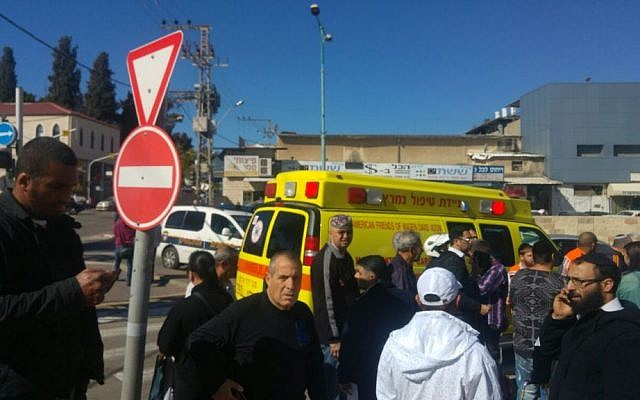 Emergency services at the site of a stabbing attack in Ramle, January 4, 2016. (Magen David Adom)