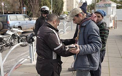 Israeli security forces frisk Arab Israelis near the Central Bus Station in Herzliya, January 5, 2016, as the city was on high alert.  (Tomer Neuberg/Flash90