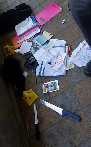 Knives and contents of a backpack used by attackers in a stabbing in Ramle on February 4, 2016. (Courtesy: Israel Police)