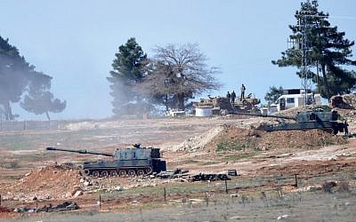 Tanks stationed at a Turkish army position near the Oncupinar crossing gate close to the town of Kilis, south central Turkey, fire towards the Syria border, on February 16, 2016. (AFP/BULENT KILIC)