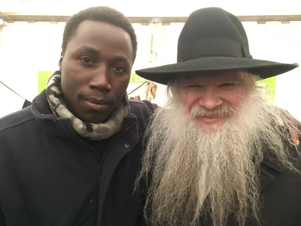 Sudanese refugee Musa with Rabbi Herschel Gluck, strictly Orthodox founder of the Muslim-Jewish Forum and the Arab-Jewish Forum at the Calais refugee camp, February 8, 2015. (Alex Goldberg)