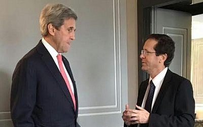 US Secretary of State John Kerry (L) and Zionist Union leader Isaac Herzog on February 3, 2016 (Courtesy)