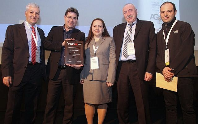 (L to R) Shlomo Gradman stands next to Ofir Akunis as he presents the Innovex Disrupt Award to Irina Kavounovski, Dr. John Abeles, and Igor Waysbey of Vigor Medical Technologies, February 3, 2016 (Courtesy)
