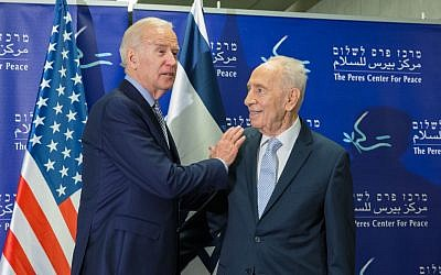 US Vice President Joe Biden meets with former president Shimon Peres in Jaffa on March 8, 2016 (Peres center)