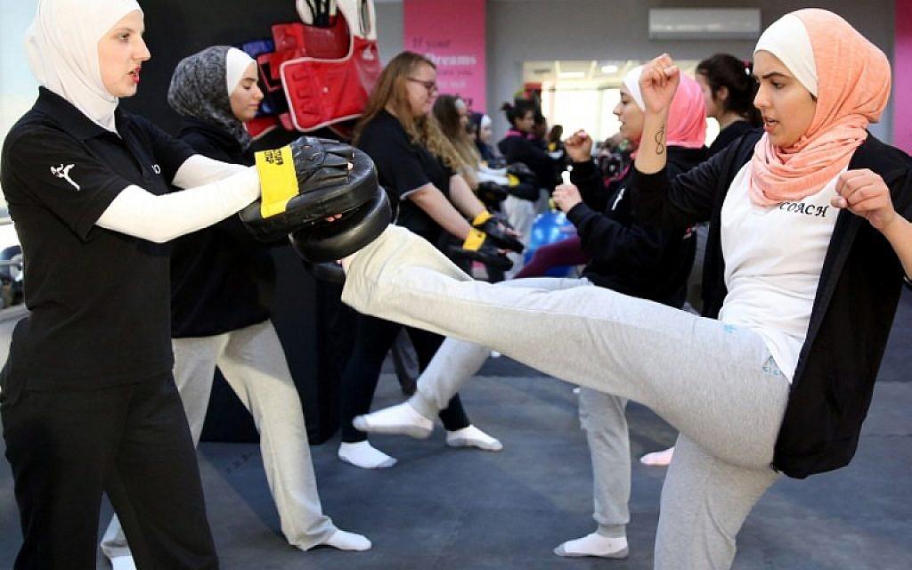 Women attend a self-defense class in Amman, Jordan, on February 15, 2016. (AFP/Khalil Mazraawi)