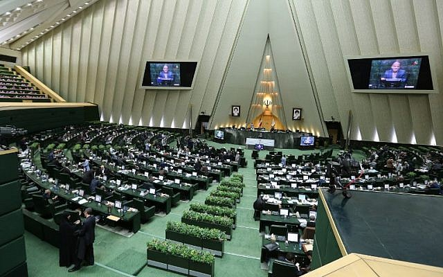 Iranian MPs attend a parliament session in Tehran, March 1, 2016. (AFP/Atta Kenare)