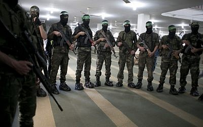 Members of the Izz a-din al-Qassam Brigades, the military wing of the Palestinian Islamist movement Hamas, take part in the funeral of a Palestinian who died in a tunnel collapse, March 4, 2016. (AFP/SAID KHATIB)