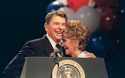 Former US president Ronald Reagan and his wife, Nancy, at a luncheon in New Orleans in honor of her work to combat drug abuse, August 15, 1988. (AFP/Mike Sargent)