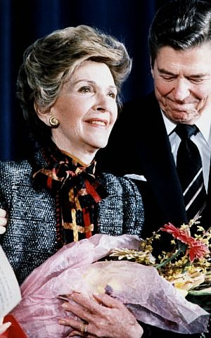 "(FILES) This file photo taken on May 10, 2000 shows former US President Ronald Reagan and First Lady Nancy Reagan in Washington,DC, after she spoke at a White House Conference on ""Drug Free America. Nancy Reagan died March 6, 2016, at age 94, a spokeswoman for the Reagan Presidential Library and Foundation in Simi Valley, California said. Congestive heart failure was the cause of death, spokeswoman Joanne Drake said. / AFP / MIKE SARGENT"