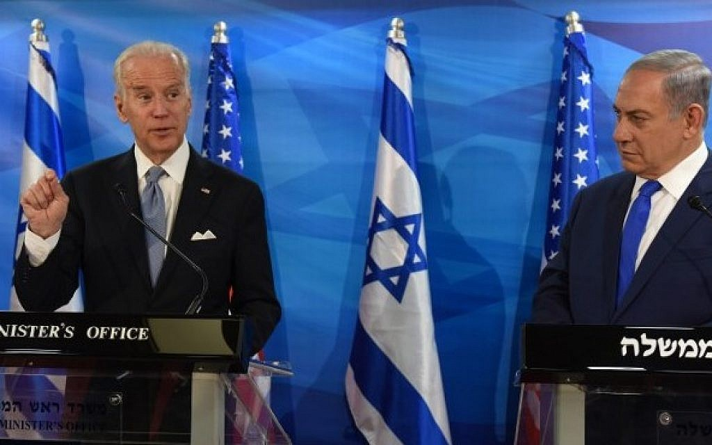 US Vice President Joe Biden, left, and Prime Minister Benjamin Netanyahu give joint statements to press in the prime minister's office in Jerusalem, March 9, 2016. (AFP/POOL/DEBBIE HILL)
