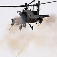 An Apache helicopter firing during a military exercise in Hafr al-Batin, Saudi Arabia on March 10, 2016. (AFP / FAYEZ NURELDINE)