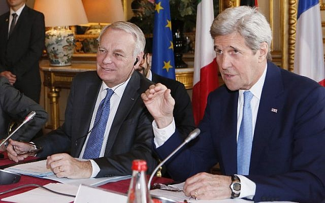 French Foreign Minister Jean Marc Ayrault (left) and US Secretary of State John Kerry (right) attend a meeting on the Mideast crisis at the Quai d'Orsay ministry in Paris, on March 13, 2016. (AFP/Gonzalo Fuentes/Pool)