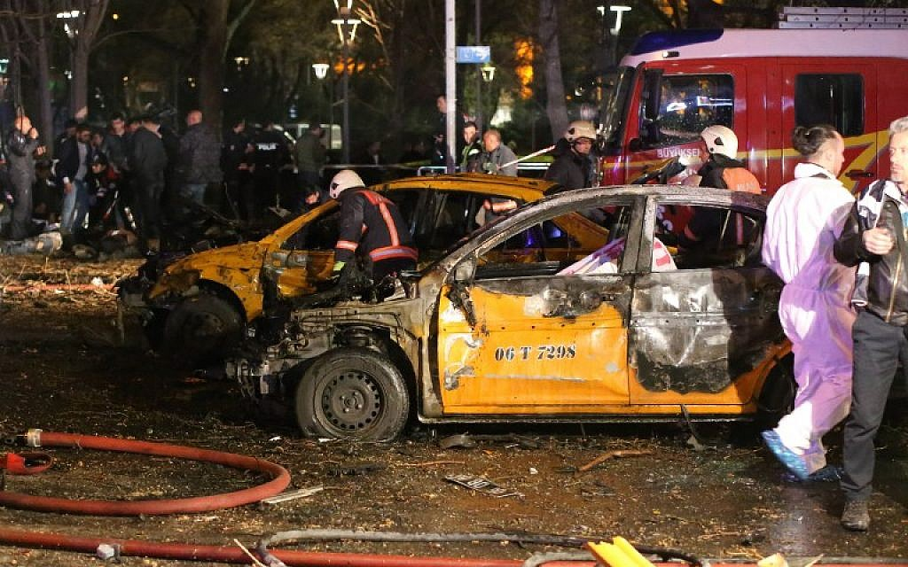 Forensic police work near burnt-out vehicles at the scene of a blast in Ankara on March 13, 2016. (AFP / EROL UCEM)
