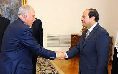 Egyptian President Abdel-Fattah el-Sissi, right, shaking hands with Ahmed al-Zind during his swearing-in ceremony as justice minister in Cairo, May 20, 2015. (AFP/Egyptian Presidency/HO)