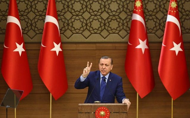 Turkish President Recep Tayyip Erdogan delivers a speech at the Presidential Complex in Ankara on March 16, 2016.  (AFP / ADEM ALTAN)